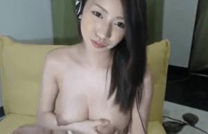 巨乳美女が母乳を搾り出すだけの動画