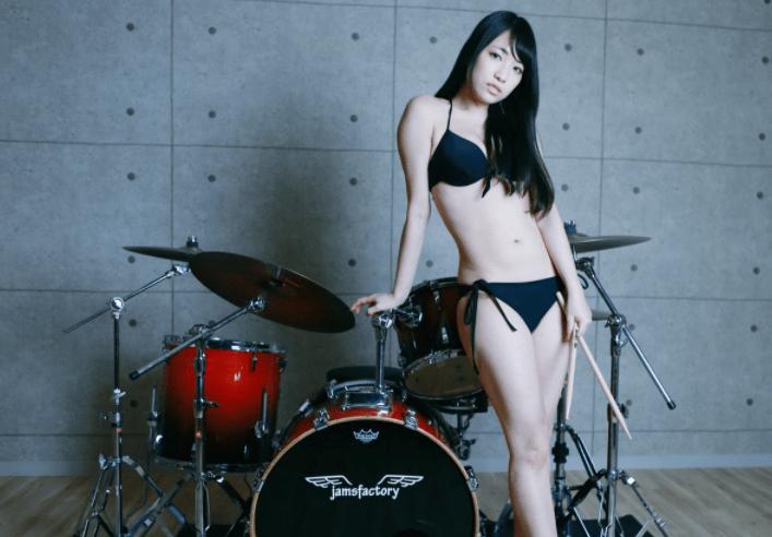 ドラム演奏で大人気!大崎由希の手ぶら擬似セックスがエロすぎる件