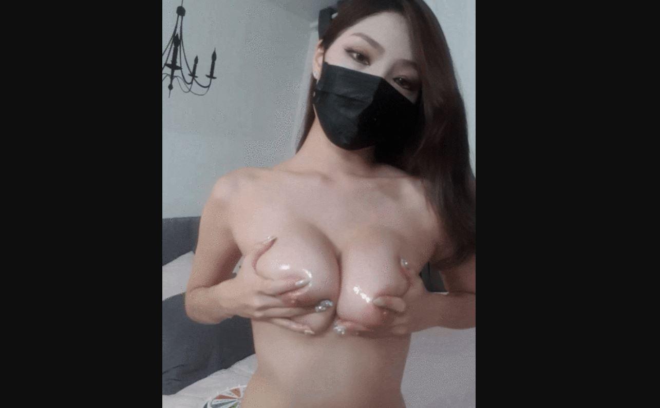 【Twitter】韓国のマスク美少女が美巨乳を曝け出して乳首弄りダンス